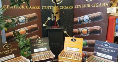 Tobias Forst (Centaur Cigars) degustrierte mit viel Wissen und Charme seine Cigarrenserie