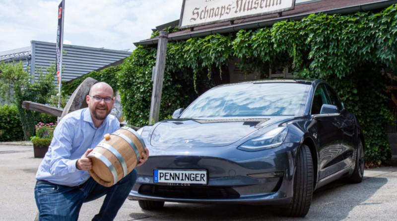 Penninger lagert Whisky im Tesla Model 3