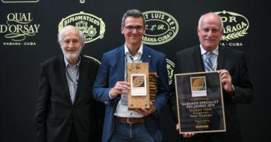 """Peter Stephani (""""Stephani Tabak und Cigarren"""") nahm die beliebte Auszeichnung auf der InterTabac entgegen / 14. Habanos Specialist des Jahres in Deutschland"""